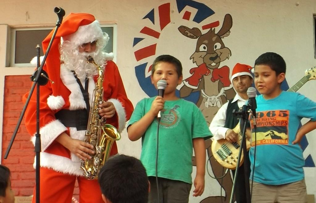 Viejito_Pascuero_saxofonista_para_eventos_Santiago_saxo.cl